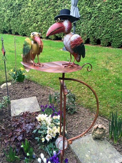 Windspiel Wippe Gartenstecker Rabe mit Hut Vogel Metall Bunt H 135cm